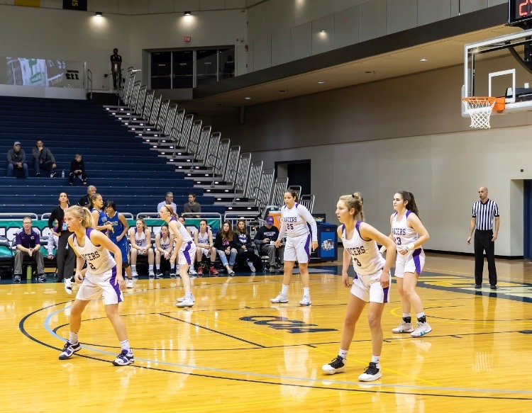 The+starting+five+for+the+varsity+girls+basketball+team+prepare+for+the+defensive+possession.+Freshman+Alexa+Mikeska+had+16+of+her+20+points+in+the+first+quarter+of+the+game.