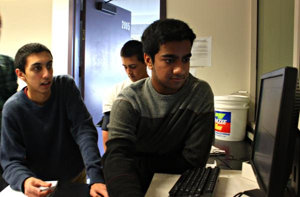 Juniors Ashwin Rao (left) and Nik Sharma work to test junior Alex Trejos blood pressure and BPM in a lab during AP Biology. Rao received the prestigious score of 2400 on the SAT this past December.