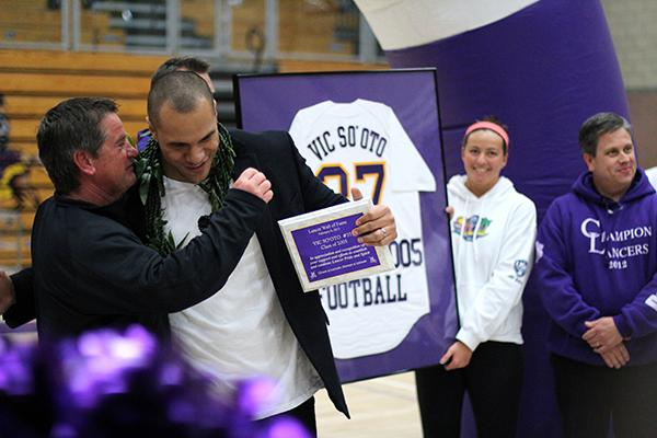 Carlsbad+High+alumni+Vic+So%27oto+receives+a+hug+from+his+former+football+coach%2C+Bob+McCallister%2C+as+he+accepts+his+award+to+be+inducted+into+the+Carlsbad+High+School+Hall+of+Fame.++So%27oto%2C+who+graduate+in+2005%2C+currently+plays+linebacker+for+the+Washington+Redskins.