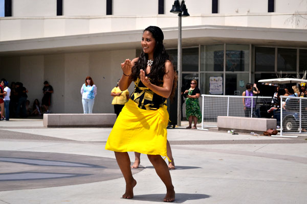 On May 3, senior Bibana Mejia performed a Hawaiian dance during lunch. The Polynesian club showed the school what cultures Hawaii has in stored.