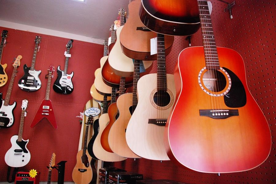 Giacoletti%27s+is+the+music+center+of+Carlsbad.+Located+on+Carlsbad+Village+drive%2C+it+sells+a+variety+of+instruments+for+people+of+all+ages+to+learn.