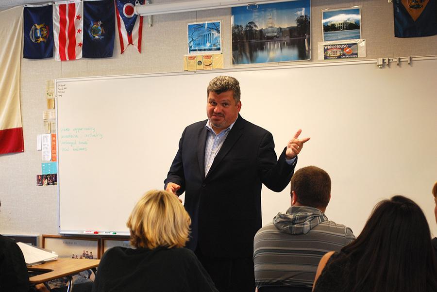 Columnist Ruben Navarrette addresses AP Government students