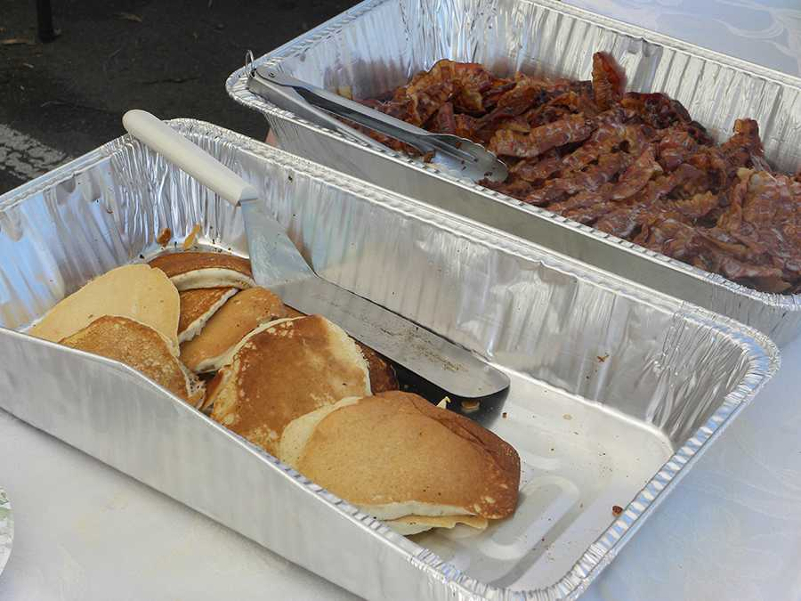 Pancakes+and+bacon+were+served+at+the+St.+Patrick%27s+Day+brunch.+The+food+was+a+huge+hit+among+attendees.