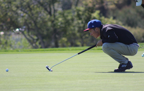 Senior Taylor Smith measures up to putt/