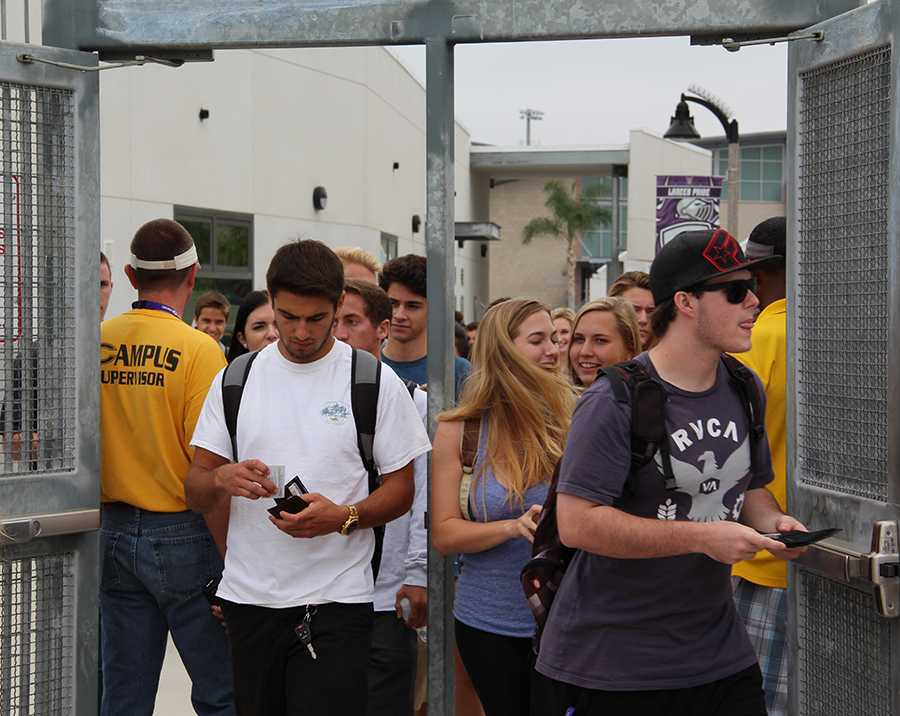 Juniors and seniors exit the gates of confinement to eat at delicious eateries around Carlsbad for their few moments of freedom. Juniors and seniors will be able to go off campus for the 2014-2015 school year, turning the hopes of this years sophomores into a luscious reality.