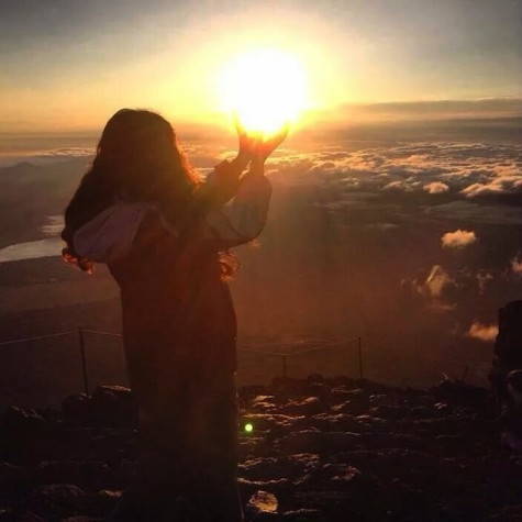Junior Emmy Yonemura traveled to Japan as an exchange student to experience Japanese culture and lifestyle.  Yonemura had the privilege to celebrate her birthday on top of mount Fuji.