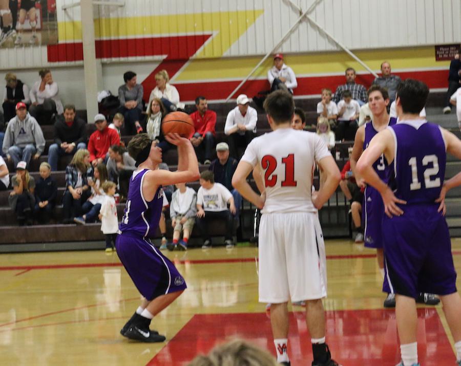 Boys+basketball+shoots+for+a+successful+season