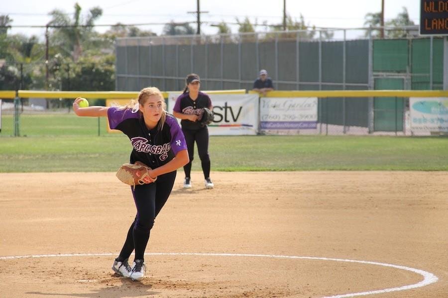 Carlsbad+pitches+the+ball+to+the+El+Camino+Wildcats.+Carlsbad+won+8-2.