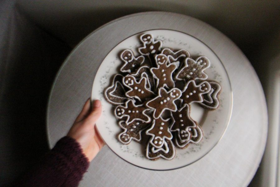 These vegan gingerbread men are made with blackstrap molasses, applesauce and coconut oil. See the recipe below.