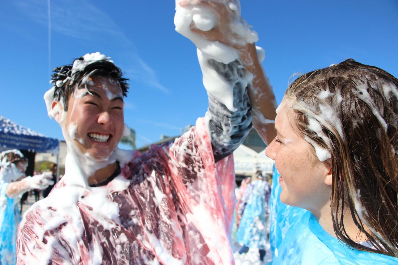 Seniors Mia Penrod and Carson Rhee having fun in the
