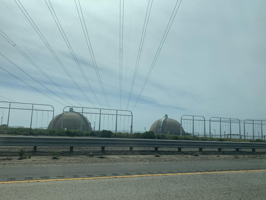 The+power+plant+at+San+Onofre+is+currently+still+intact%2C+and+can+be+seen+while+driving+up+the+I-5.