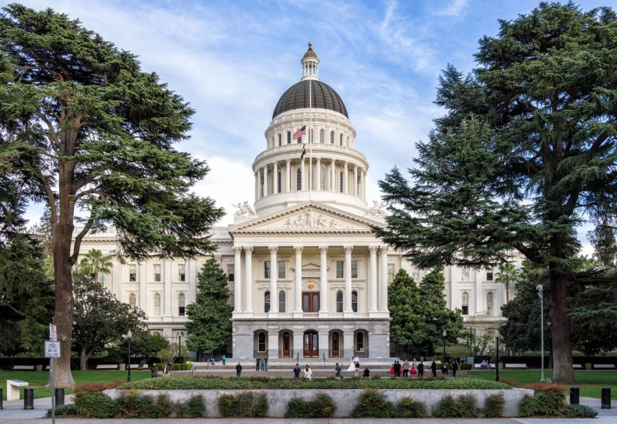 https://commons.wikimedia.org/wiki/File:Sacramento,-California---State-Capitol.jpg