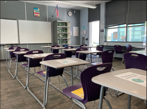 Most desks in homeroom classes remain empty to maintain social distancing and because of the low turnout for the on-campus model. Photo by Cece Turk.
